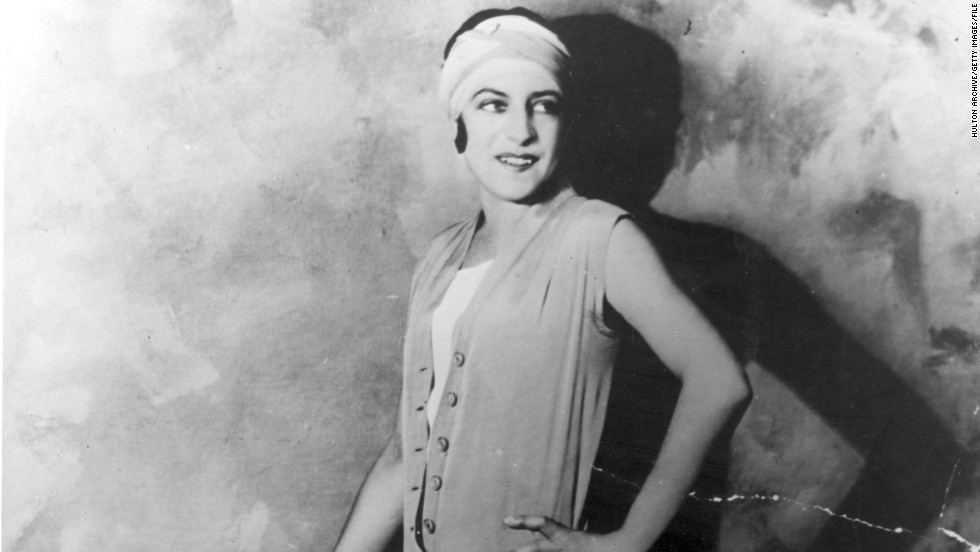 Suzanne Lenglen revolutionized women's tennis in the 1920s, with her daring outfits and aggressive style of play.