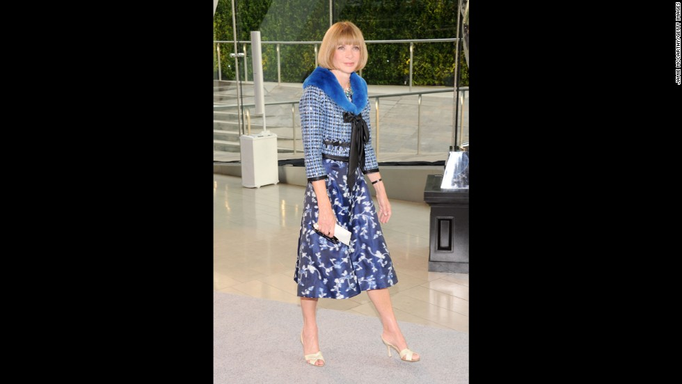 "Vogue editor Anna Wintour tops a blue dress with a classic Chanel-silhouette jacket, just as Oscar de la Renta <a href=""http://www.wwd.com/fashion-news/fashion-features/bridget-foleys-diary-an-oscar-moment-at-the-cfda-6962232?module=hp-hero-topstories"" target=""_blank"">predicted she would</a> to Women's Wear Daily."