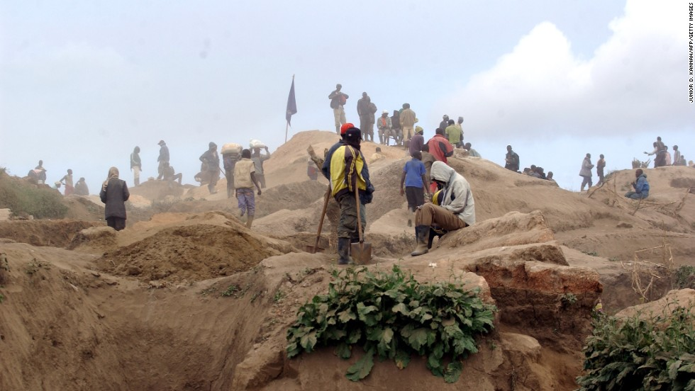 Men work at the Mudere mine near Rubaya, digging for manganese and other valuable minerals.