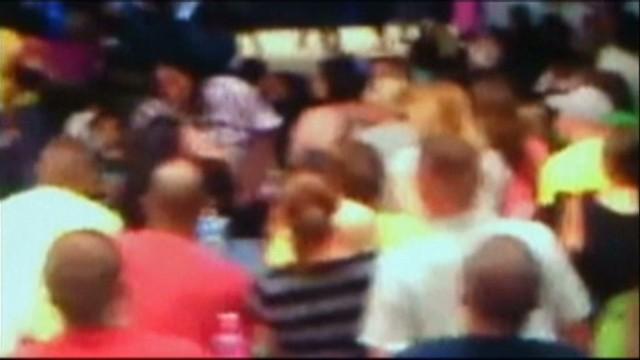 pkg florida moms fight at talent show_00010406.jpg