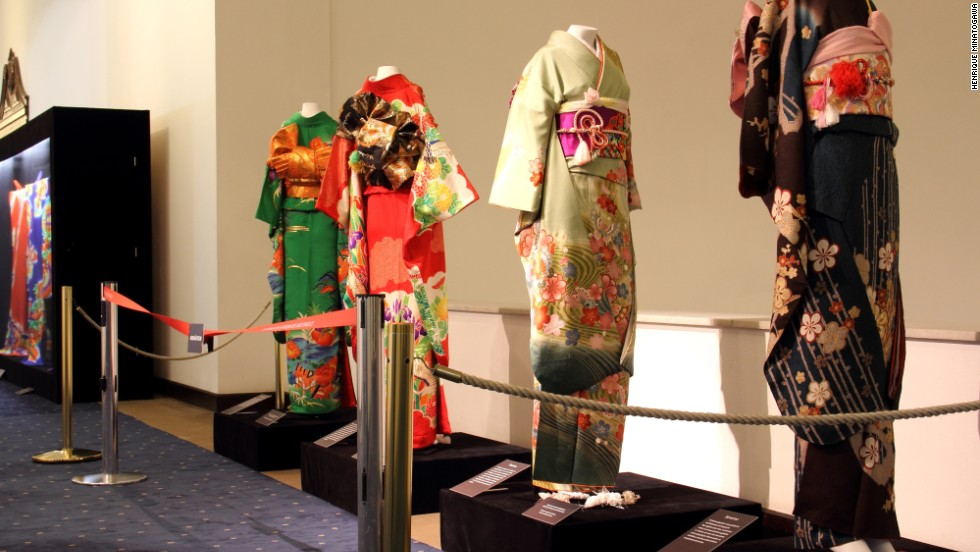Some of these garments were brought to Brazil by the first Japanese immigrants in 1908. They encountered harsh conditions and new diseases in their adopted homeland, but most managed to elevate themselves from poverty and get an education within one generation.