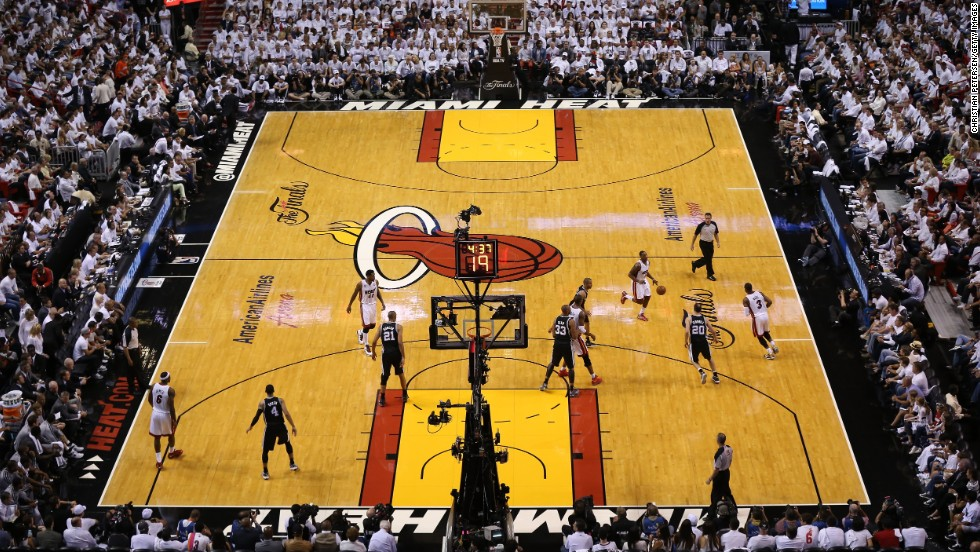 The San Antonio Spurs take on the Miami Heat in a packed stadium.