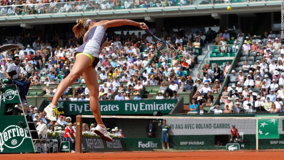 Sharapova serves to Williams.