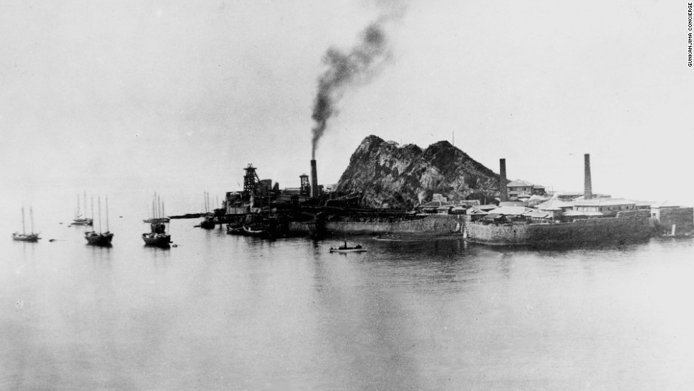 Image from the late 1800s shows Hashima developing its coal mining facility.