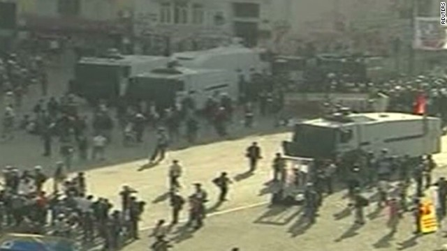 Police move in on Turkey's Taksim Square
