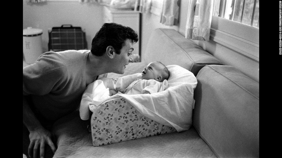 Tony Curtis with daughter Jamie Lee, 1959.