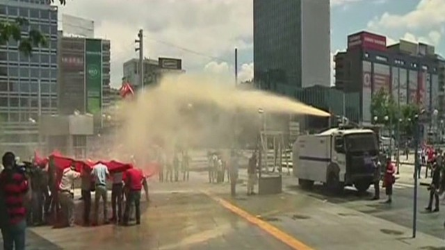 Tear gas used to end protests in Turkey