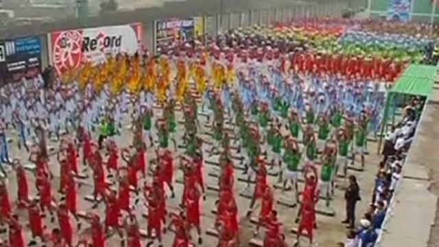 cnni mann peruvian jail aerobics class _00000724.jpg