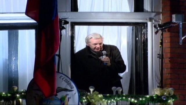 cnnee julian assange case pkg rebaza_00023308.jpg