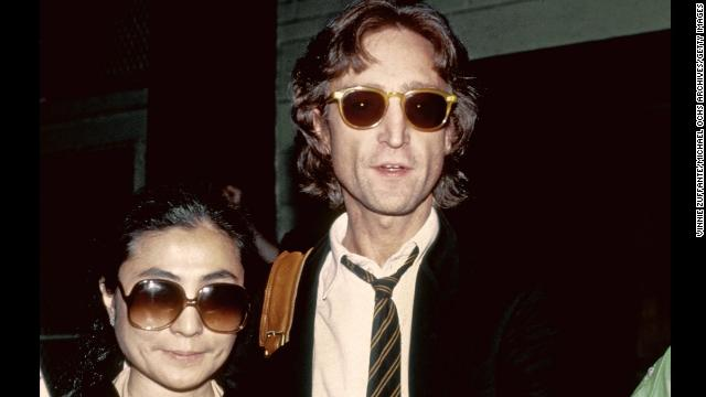 NEW YORK - AUGUST 1980: Former Beatle John Lennon and his wife Yoko Ono pose for a portrait outside of the Times Square recording studio 'The Hit Factory' before a recording session of his final album 'Double Fanasy' in August 1980 in New York City, New York. (Photo by Vinnie Zuffante/Michael Ochs Archives/Getty Images)
