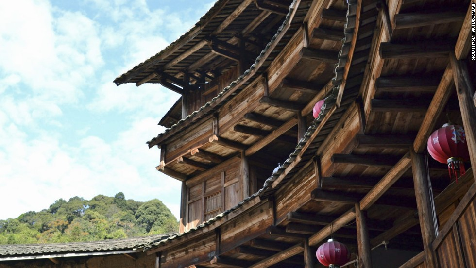 Many of the earliest tulous were built by people from the ethnic group Hakka, who settled in Fujian having come from the north.<br />