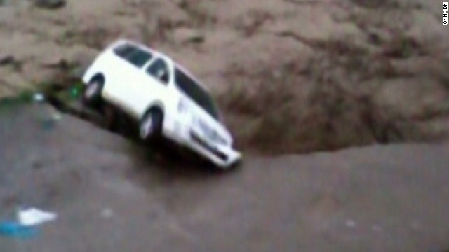 Flood washes cars away in India