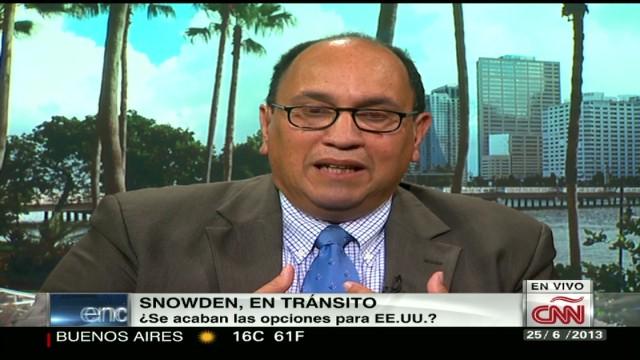 cnnee encuentro expert interview snowden transit _00070114.jpg