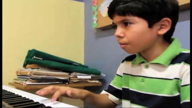 cnnee alvarez mexico child genius_00004313.jpg