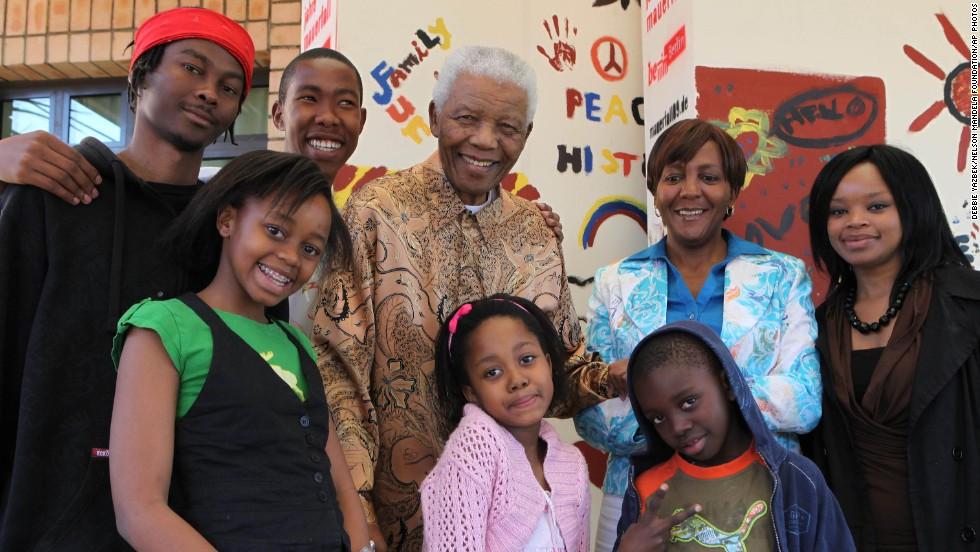 The Mandela family in 2009, from left, Thembela Mandela, Mbuso Mandela, Nelson Mandela, Ndileka Mandela and Zoleka Mandela, and, front row, Zenani Mandela, Bohelo Seakamela and Zwelami Mandela.