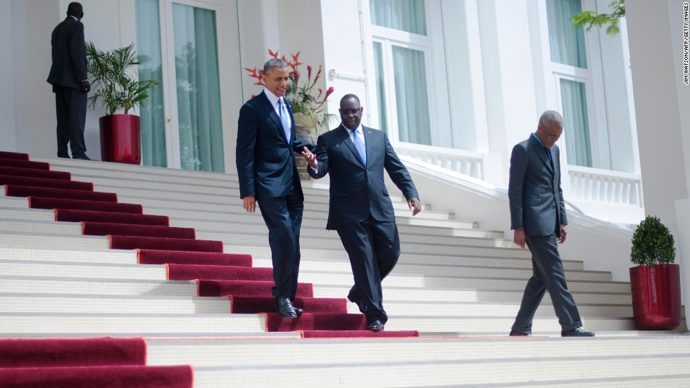 Obama and Sall walk to a press conference.