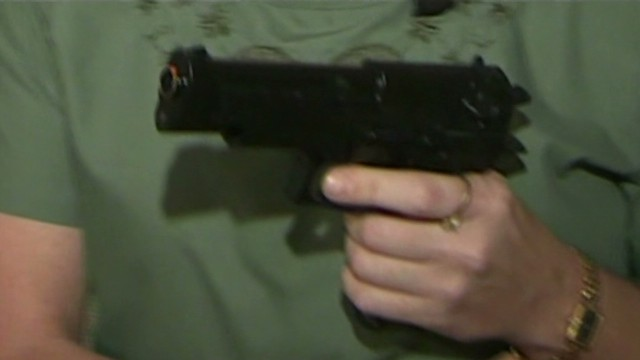 fl dnt woman uses toy gun on intruder_00003925.jpg