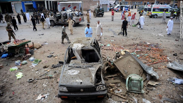 Twin bombings rock Pakistan