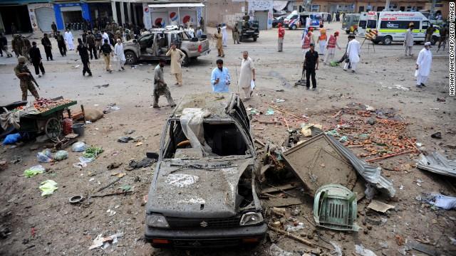 Twin bombings rock Pakistan