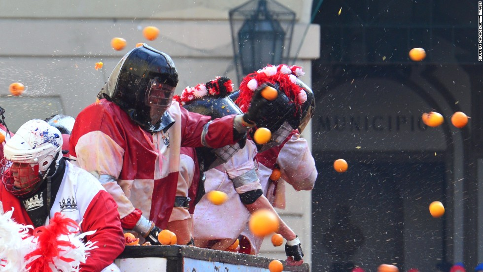 As oranges are hard, and can make for a painful weapon when thrown at full speed, many participants don protective clothing.