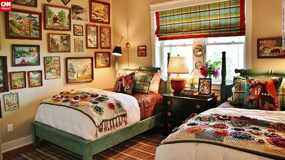 """Interior designer <a href=""""http://ireport.cnn.com/docs/DOC-996212"""">Shannon Berrey,</a> who also <a href=""""http://www.shannonberrey.com"""" target=""""_blank"""">blogs from the mountains</a> of Sylva, North Carolina, created this cozy vacation home bedroom for her clients who loved paint-by-numbers pictures. She located vintage paint-by-numbers artwork that featured mountain scenes, and drew her color scheme for the bedroom from them."""