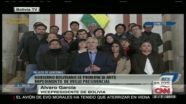 cnnee bolivian government condemns flight delay_00002808.jpg