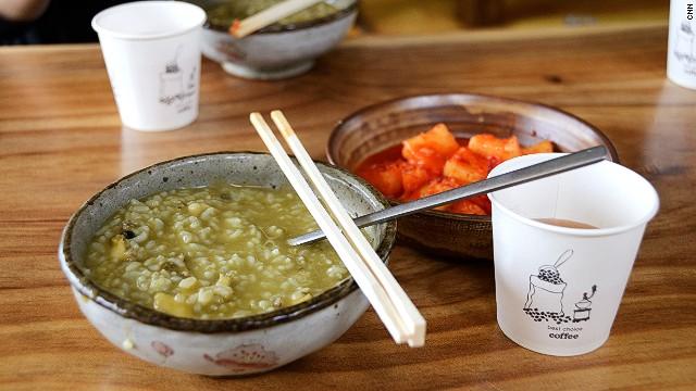 Jeonbokjuk (abalone porridge) goes best with kimchi and barley tea.
