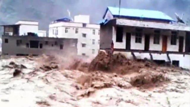 Deadly floods swallow Chinese buildings