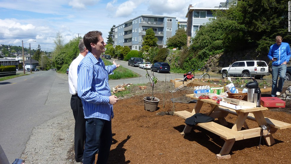 Nordahl speaks to Seattle residents about the benefits of their public produce project. Free, readily available public produce holds the key to getting healthy again, he says.