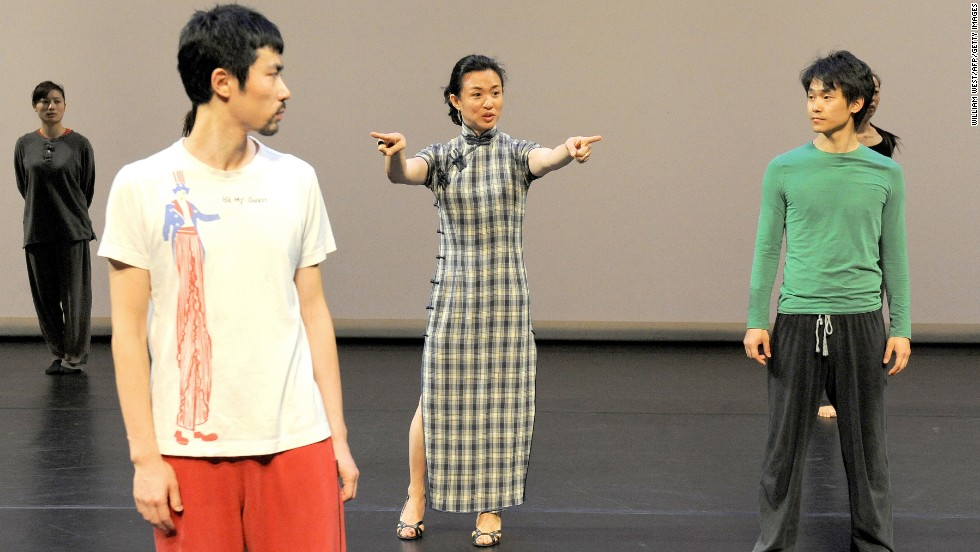 Jin directs the rehearsal of Shanghai Beauty by her Jin Xing Dance Theatre in Melbourne on March 4, 2010.