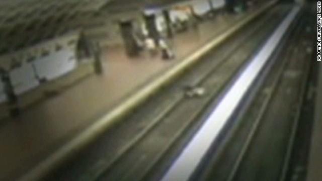 newday man falls on train tracks_00004212.jpg