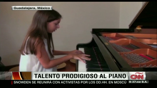cnnee navarro mexico daniela youth pianist_00004321.jpg