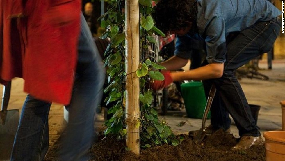 "For the past nine years London's self-confessed guerrilla gardener Richard Reynolds has written about the world of planting seeds in neglected public spaces. <br /><br />To honor the movement, CNN's Going Green takes a closer look at urban gardening, a passion Reynolds says first came from ""not having a garden, nor the opportunity to garden anywhere""."