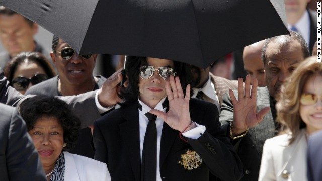 Michael Jackson waves to  fans as he leaves the Santa Barbara County Courthouse after being acquitted of all charges in his child molestation trial on June 13, 2005.