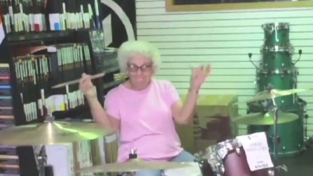 exp newday drumming granny vid_00002001.jpg