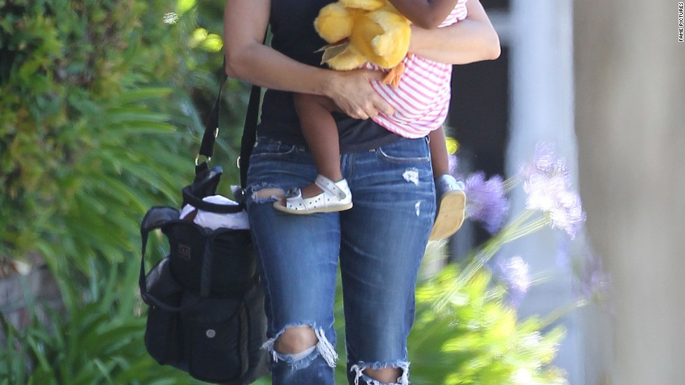Actress Kristin Davis carries her daughter in Santa Monica, California on July 19.