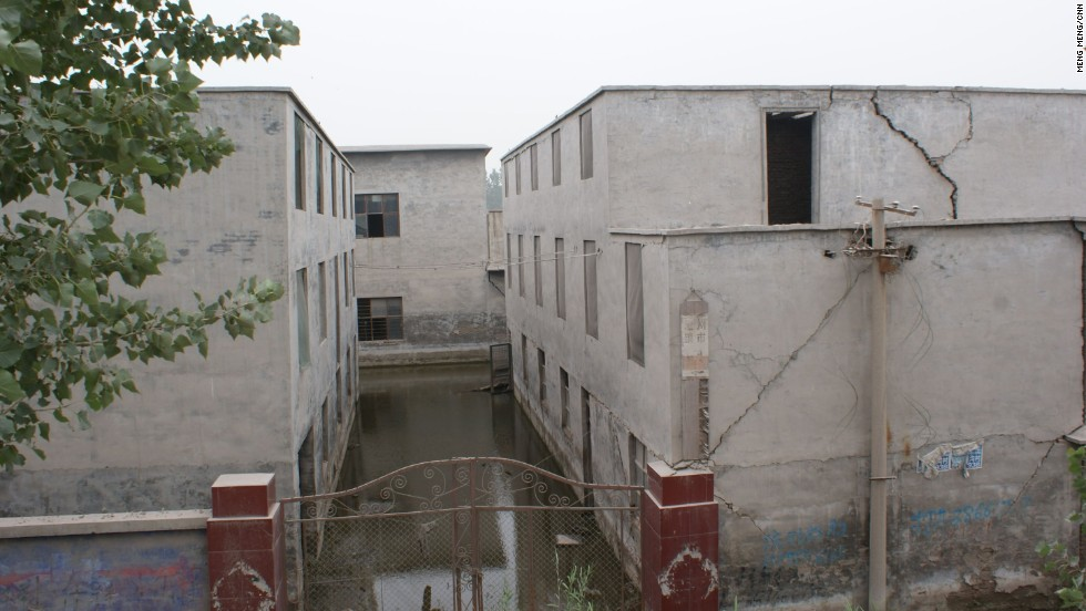 Huge cracks appeared on an abandoned elementary school of Xiao Guoqiang's village. In 2005, the local government transferred the entire population of this village of more than 3,000 farmers to a nearby town.