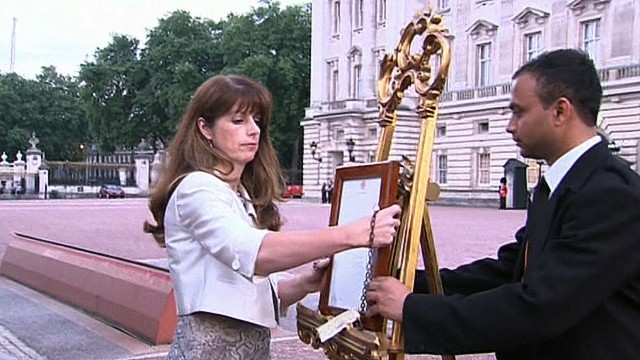 Royal notice placed on gilded easel