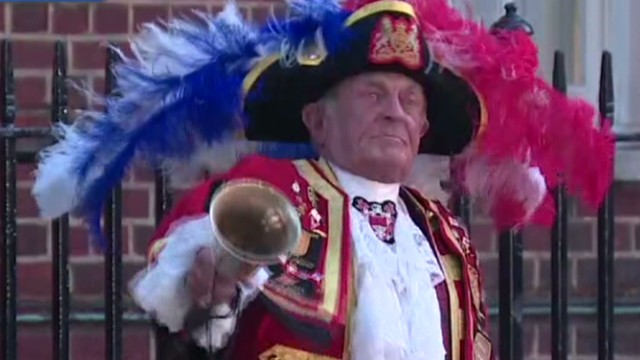 Town crier announces birth of royal baby