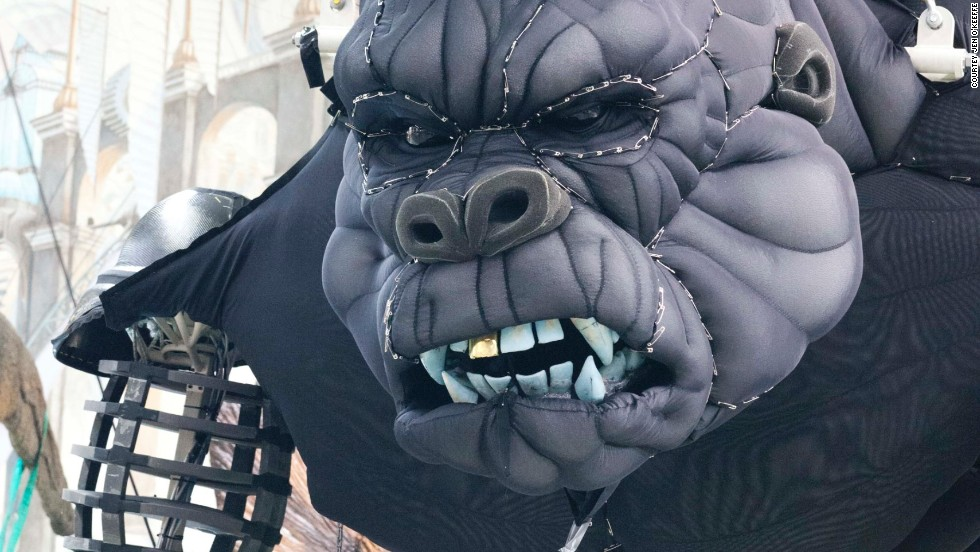 Kong's exterior is made from Lycra and latex which covers a steel and aluminum shell. The puppet weighs 1.1 tons.