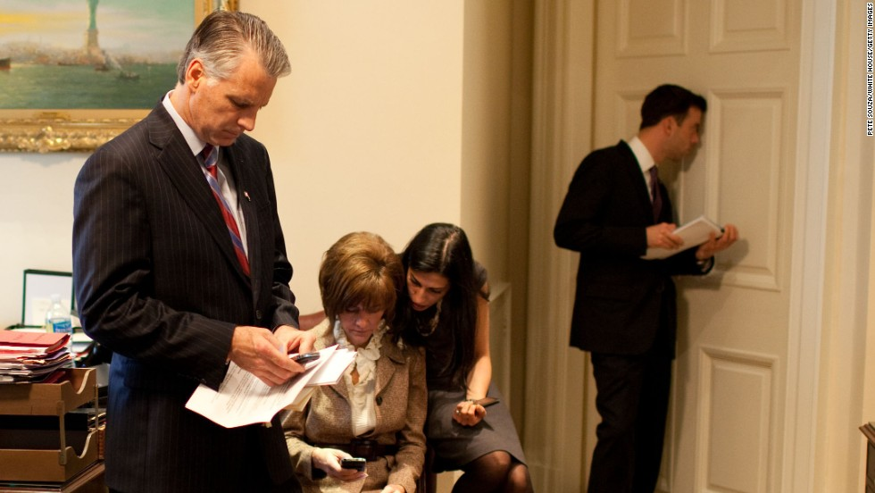 Abedin talks with Chief of Protocol Capricia Marshall outside the Oval Office during Prime Minister Manmohan Singh of India's state visit on November 24, 2009.