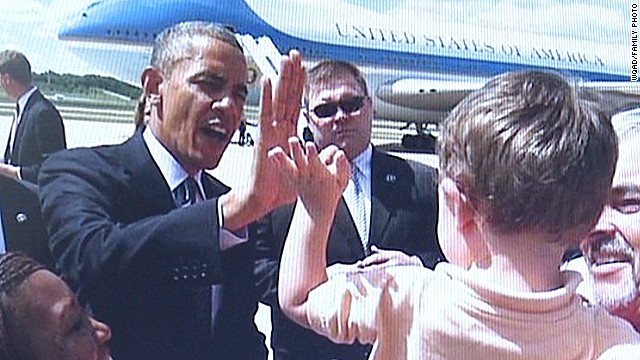 dnt four year old high five president obama_00012902.jpg