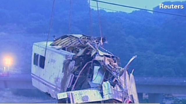 Deadly train crash kills at least 80