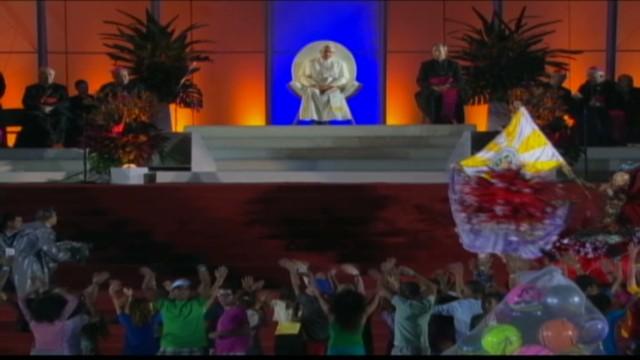 cnnee brazil pope in copacabana nat pkg_00004625.jpg