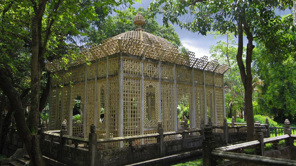 Li Garden owner Weili Xie built this pavilion shaped like a birdcage to entertain his second and favorite wife. (He had four.)