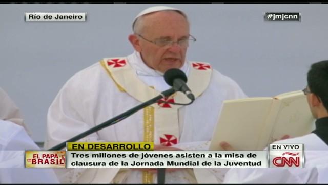 cnnee brk pope mass 02_00001930.jpg