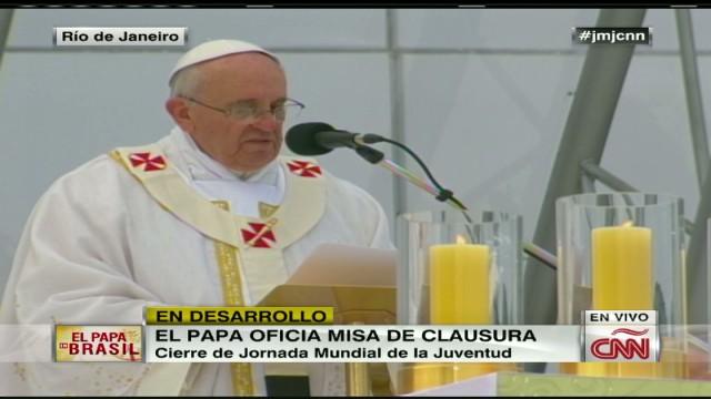 cnnee brk pope mass 06_00052709.jpg