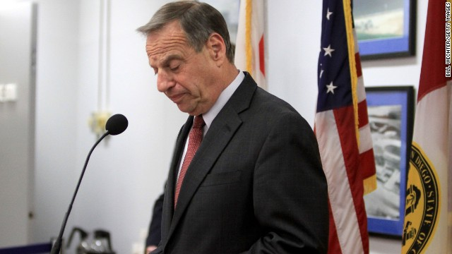 San Diego Mayor Bob Filner announces on July 26 that he will seek professional help for sexual harassent issues.