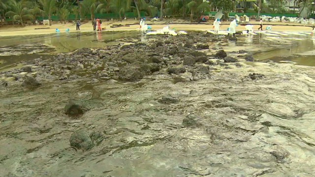 2013: Oil spill makes a mess of Thai beaches