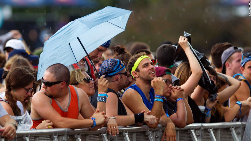 Audience members bear a bit of rain while waiting for the band Smith Westerns to take the stage on August 2.